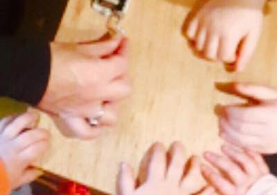 handen klappen muziek op schoot kinderopvang more for kids nijverdal jojanneke beukenkamp